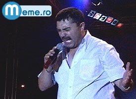 Nicolae Guta in timp ce canta