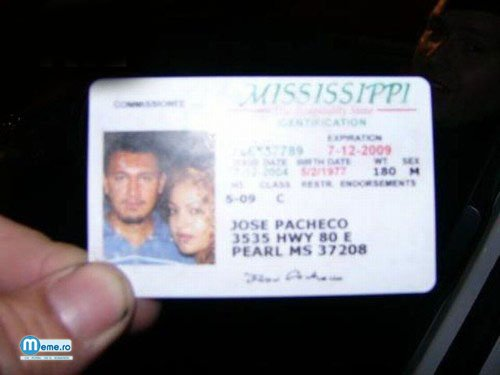 Si-a facut poza din permis cu iubita langa el