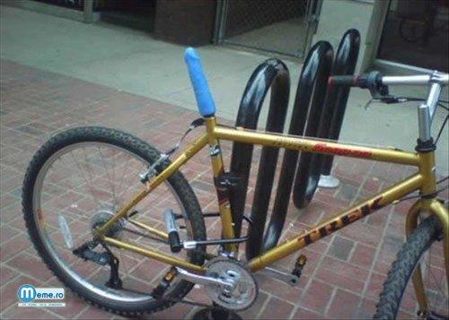 Bicicleta fetelor nebunatice