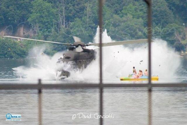 Elicopter se prabuseste in apa