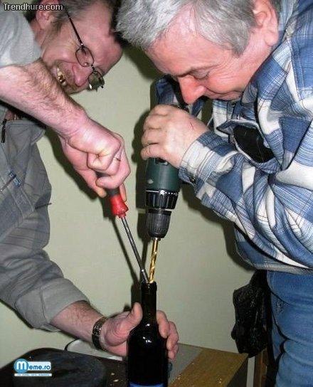 Betivii si sticla de vin