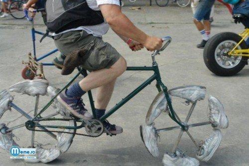Bicicleta din adidasi