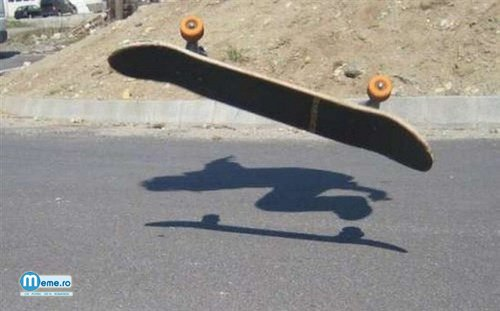 Fantoma pe skateboard