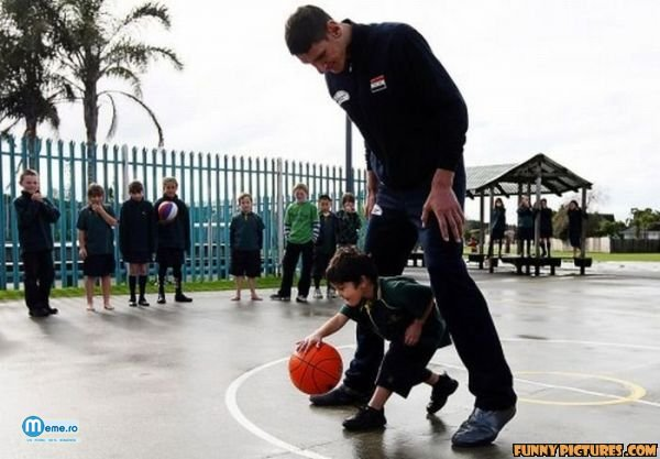Jucator de basket imens