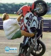 Grasa pasionata de motoare