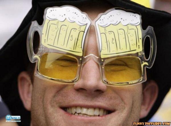 Ochelari de soare in forma de halba de bere :)