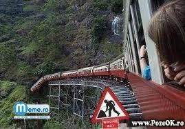 Se uita cum deraiaza trenul