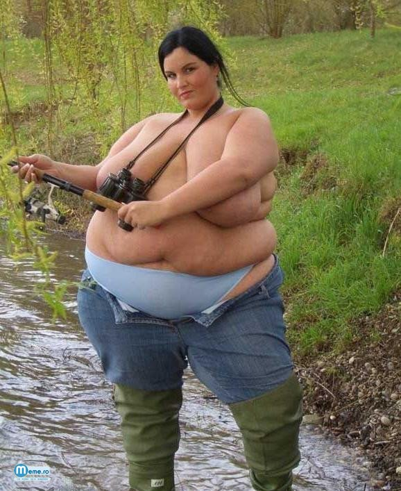 Grasa topless la pescuit
