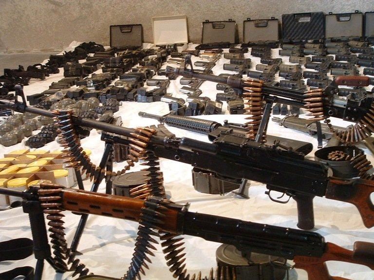 Террористы в Сирии отказываются воевать и сдают оружие