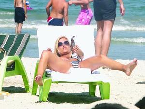 elena udrea,pd,blonda,udrea,sexy,plaja,mamaia,electoratul